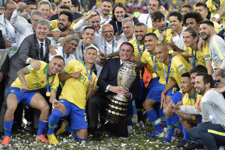 Brazilian President Jair Bolsonaro with the 2019 Copa America champions at the Maracana stadium