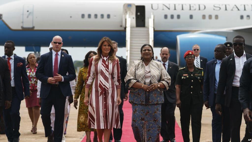 Matar  Donald Trump, Melania Trump da matar shugaban Ghana Rebecca Akufo-Addo a filin jiragen sama na Accra, Ghana Oktoba 2, 2018.