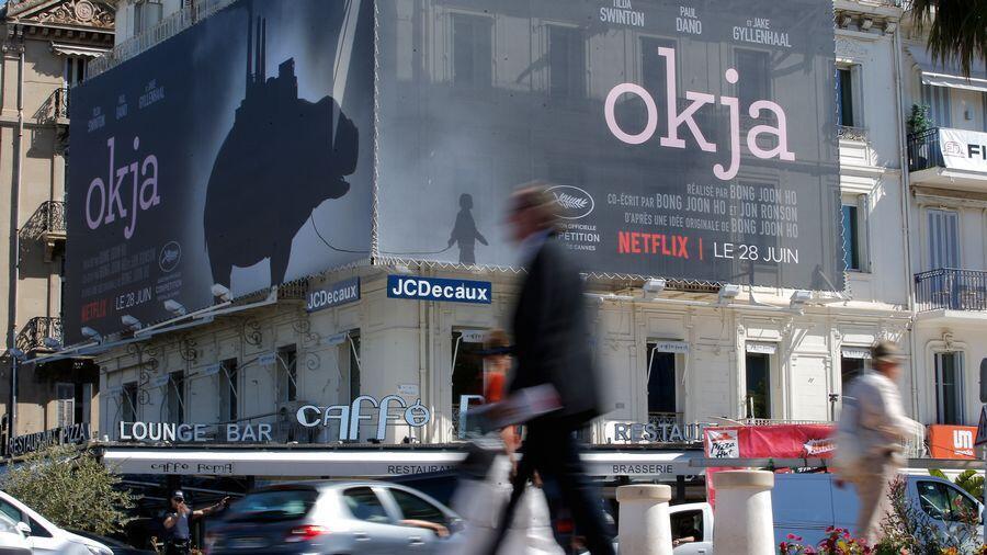 Компания Netflix представила в2017 году в каннском конкурсе два своих фильма— «Окча» Пона Чжуна Хо и«История семьи Майоровиц» Ноа Баумбаха