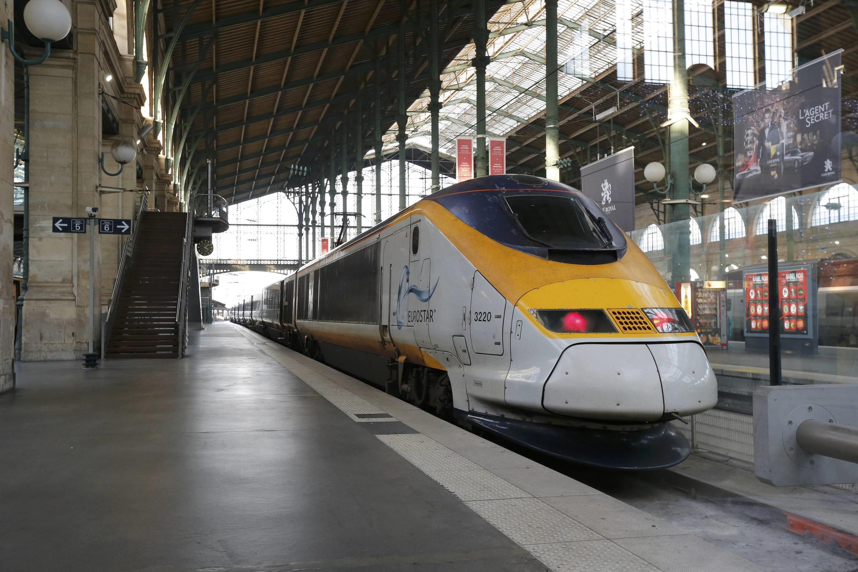 Un train Eurostar à quai, Gare du Nord à Paris.