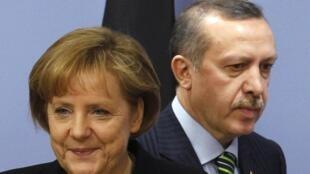 La chancelière allemande Angela Merkel et le président turc Recep Tayyip Erdogan, lorsqu'il était encore Premier ministre, le 29 mars 2010 à Ankara.