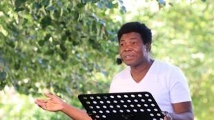 Étienne Minoungou.