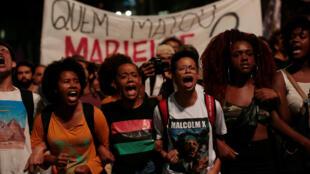 En Sao Paulo, miles de personas marcharon tras la muerte de la concejala municipal de Río Marielle Franco, feminista y militante de derechos humanos. 15 de marzo de 2018