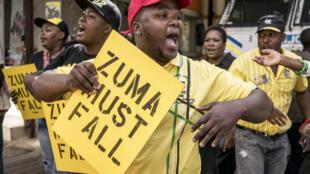 Membros do ANC em Joanesburgo reclamam a queda de Jacob Zuma em Fevereiro de 2018
