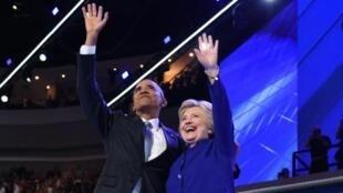 Shugaba Barack Obama da Hillaru Clinton a wajen babban taron jam'iyyar Democrat a Amurka