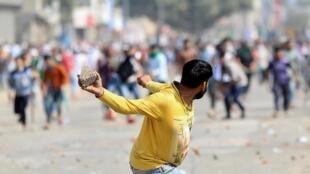 Emeutes à New Delhi, 24 février 2020, entre partisans et opposants d'une loi controversée sur la citoyenneté.