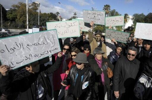 Après les nominations à la tête des principaux médias publics dimanche 8 janvier 2012, les artistes ont manifesté en face de l'Assemblée constituante à Tunis pour demander des garanties sur leur liberté d'expression.
