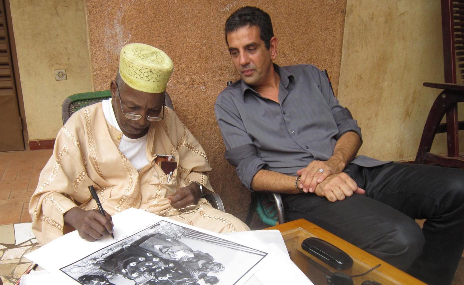 Olivier Sultan à Bamako en compagnie du grand photographe malien Malick Sidibé.