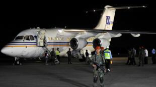 Các thủy thủ Indonesia bị Abu Sayyaf bắt làm con tin ở Philippines về đến sân bay Jakarta, 01/05/ 2016.