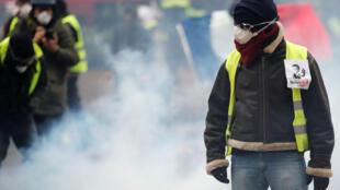 В субботу, 22 декабря, в манифестациях приняли участие представители наиболее радикально настроенного крыла движения.