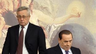 O ministro da Economia italiano Giulio Tremonti e o primeiro-ministro Silvio Berlusconi anunciaram o novo pacote de medidas econômicas.