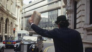 Un homme d'affaires anglais dans le quartier de la City, à Londres (Royaume-Uni).