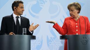 Nicolas Sarkozy y Angela Merkel en una conferencia de prensa en Berlín.