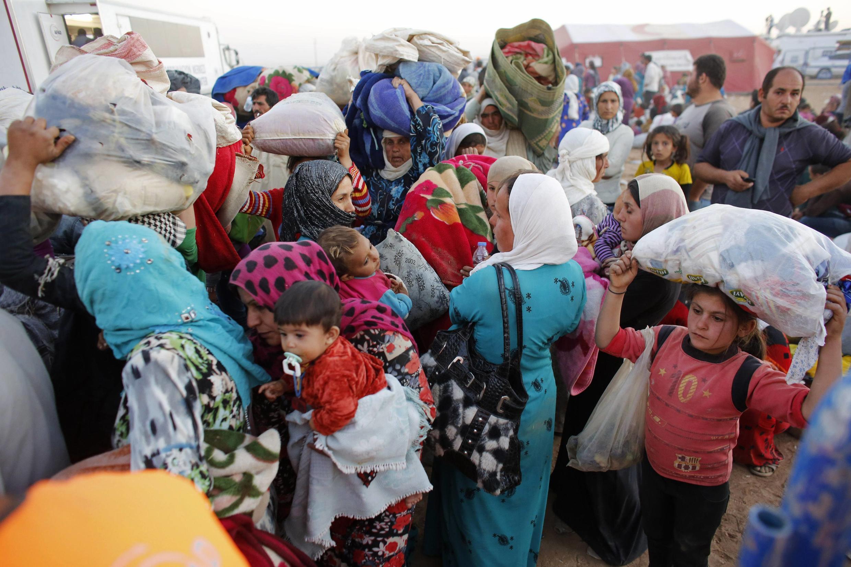 Mais de 130 mil curdos sírios se refugiaram na Turquia durante o fim de semana fugindo do Estado Islâmico.