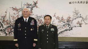 美國三軍總參謀長雷奧迪耶諾2014年2月21日在北京與中國中央軍委副主席範長龍會談。