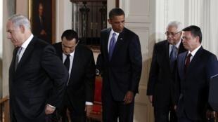Le président Barack Obama entouré des quatre leaders prenant part aux négociations de paix au Proche-Orient, le 1er septembre, à Washington.