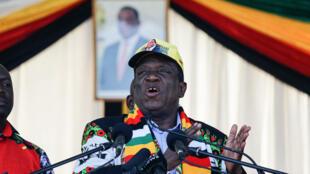 Rais wa Zimbabwe Emmerson Mnangagwa lwakati wa mkutano wa kampeni za uchaguzi za Zanu-PF,  Bulawayo, Juni 23, 2018.