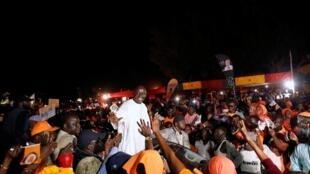 Daya daga cikin 'yan takarar shugabancin kasar Senegal Idrissa Seck, tare da magoya bayansa. 3/02/ 2019.