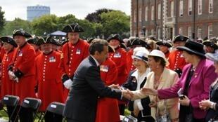 Le président français, Nicolas Sarkozy, à la fin de la cérémonie en l'honneur des anciens combattants de la Seconde Guerre mondiale, le 18 juin 2010 à Chelsea.
