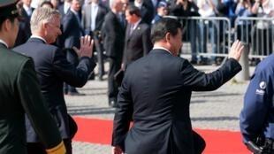 中国国家主席习近平(右)和比利时国王菲利普(左)2014年4月1日比利时