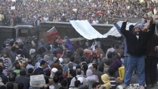 埃及民众示威要求穆巴拉克下台.