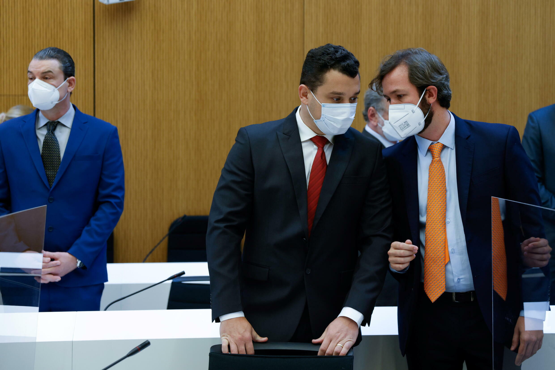 Rechtsanwalt Pedro Martின்nez und die Anwälte Marcelo Barroso Camara und Gustavo Barroso Camara, Brüder der verstorbenen Isabella, für das erste Zivilverfahren gegen den TÜV SÜD im Staudamm in Brasilien im Jahr 2019, 28. September 2021 in Deutschland.
