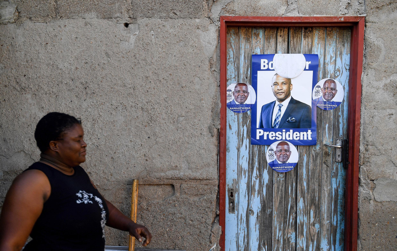 Des affiches électorales dans les rues de Gaborone, capitale du Botswana, en octobre 2019.