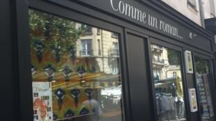 Frente de la librería parisina Comme un roman.
