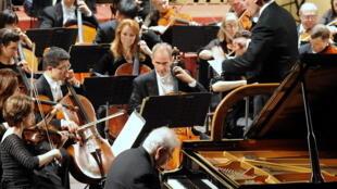 Estudo britânico é o primeiro que relaciona frequentar concertos musicais ao bem-estar das pessoas.