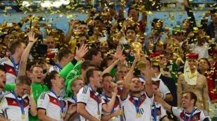Đội tuyển Đức nhận Cúp Thế Giới tại Brazil 2014.