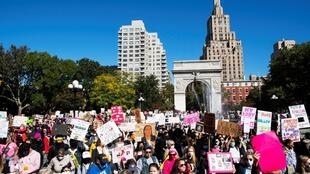 La Marche des femmes 2020 au parc de Washington Square à Manhattan, New York, le 17 octobre 2020.