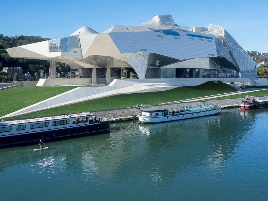 Vista del museo de las Confluencias en Lyon, entre los ríos Ródano y Saona.