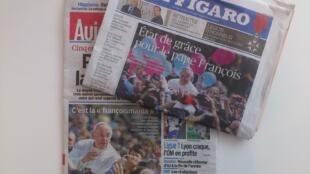 Os jornais franceses Le Figaro e Le Parisien destacam hoje em suas capas a enorme popularidade do papa Francisco.