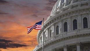 خبرگزاری رویترز به نقل از منابع نزدیک به کنگره گزارش می دهد که حدود ۹۰ درصد اعضای مجلس نمایندگان آمریکا با اکثریت دموکرات، نامهای را امضا کردهاند و از دولت ترامپ میخواهند برای تمدید تحریم تسلیحاتی علیه ایران اقدامهای دیپلماتیک خود در سازمان ملل را افزایش دهد.