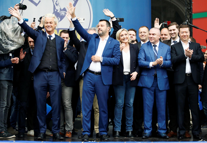 Salvini y Le Pen con representantes de partidos nacionalistas y de extrema derecha en Milán, 18 de mayo de 2019.
