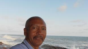 O escritor angolano José Luis Mendonça.