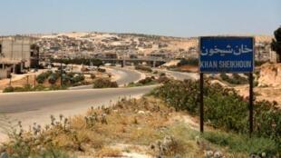 L'objectif est d'encercler Khan Cheikhoun et d'atteindre l'autoroute qui traverse Idleb et relie la capitale Damas à la métropole d'Alep (nord), toutes deux sous contrôle gouvernemental.
