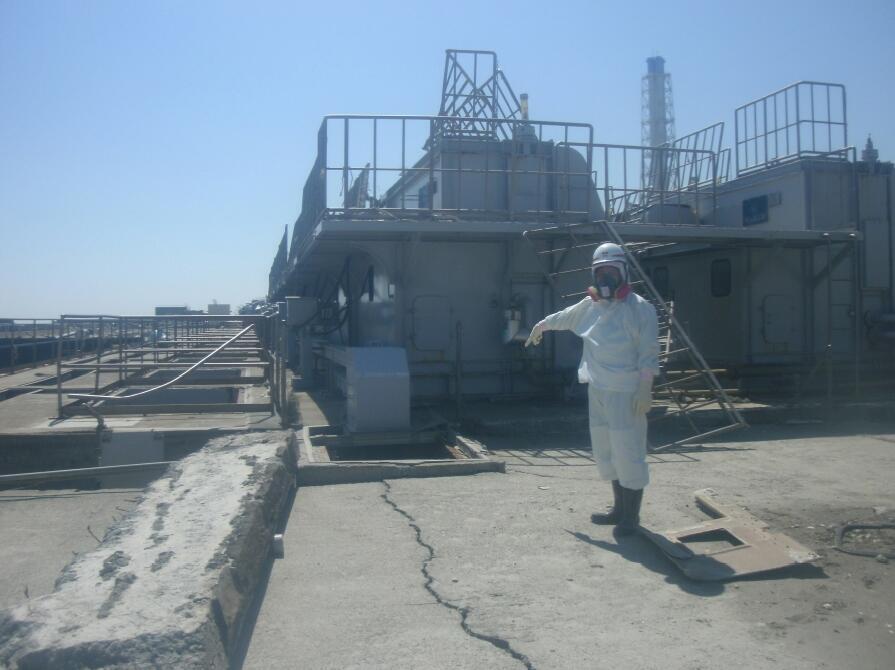 Imagem de uma fissura próxima do reator n°2 da usina nuclear de Fukushima.