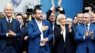 Les nationalistes du MENL réunis à Milan, le 18 mai 2019, sans le FPÖ autrichien. De gauche à droite: le Flamand Geert Wilders (PVV), l'Italien Matteo Salvini (Ligue), la Française Marine Le Pen (RN) et le Bulgare Veselin Mareshki (Volia).