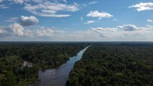 Vue aérienne de la rivière Jaraua, dans l'État d'Amazonas au Brésil, le 28 juin 2018.