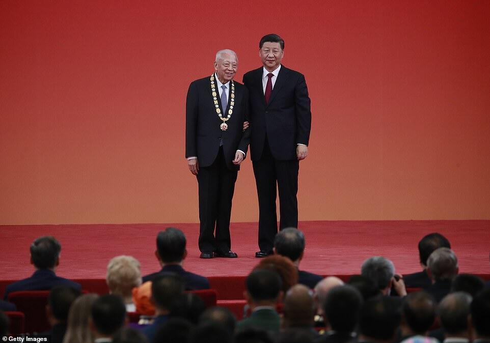 香港前特首董建华与中国国家主席习近平资料图片