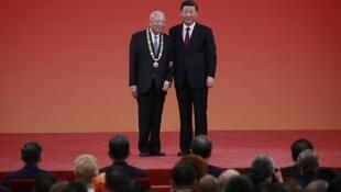 香港前特首董建華與中國國家主席習近平資料圖片