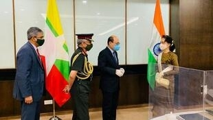 Myanmar's sate counsellor Aung San Suu Kyi (R) meets with an Indian delegation 5 Oct 2020_Credit Indian foreign ministry