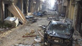 遭叙利亚军队轰炸后的霍姆斯市一处街区