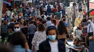 À Paris, le port du masque est obligatoire pour freiner la progression de l'épidémie de Covid-19.