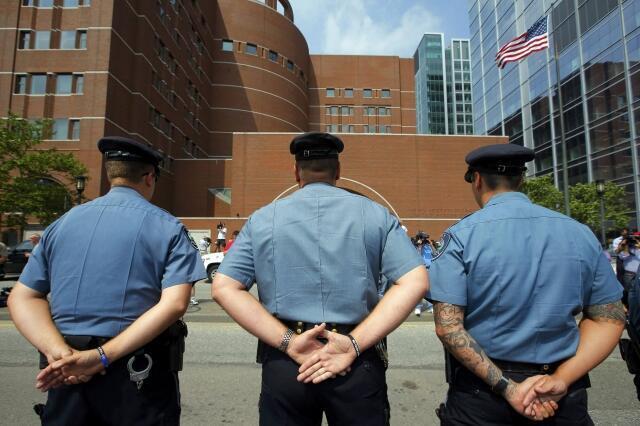 Policiais bloqueiam acesso a Tribunal onde Djokhar Tsarnaev é julgado pelos atentados de Boston