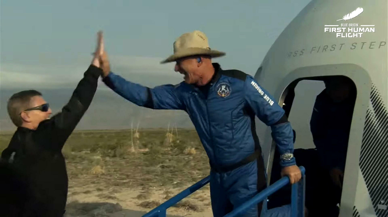 貝索斯7月20日乘坐他自家的火箭完成短暫的太空之旅