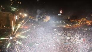 Sur la place Tahrir, l'annonce de la destitution du président Mohamed Morsi a été célébrée par des feux d'artifice.