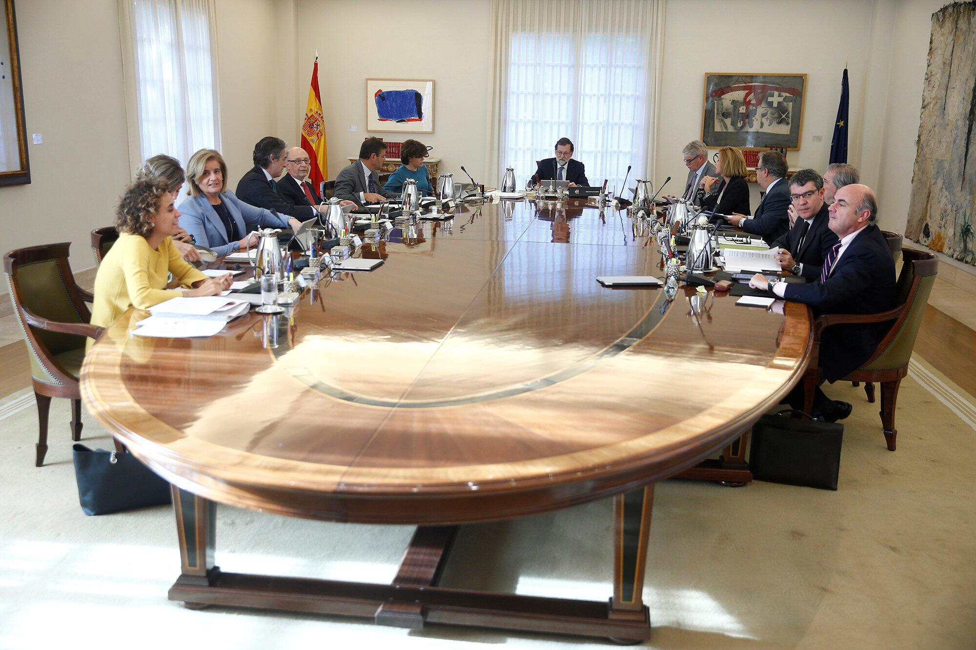 Le Conseil des ministres extraordinaire réuni par le chef du gouvernement espagnol Mariano Rajoy doit étudier la mise en application de l'article 155 de la Constitution.