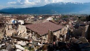 La ciudad de L'Aquila tras el sismo de 2009.